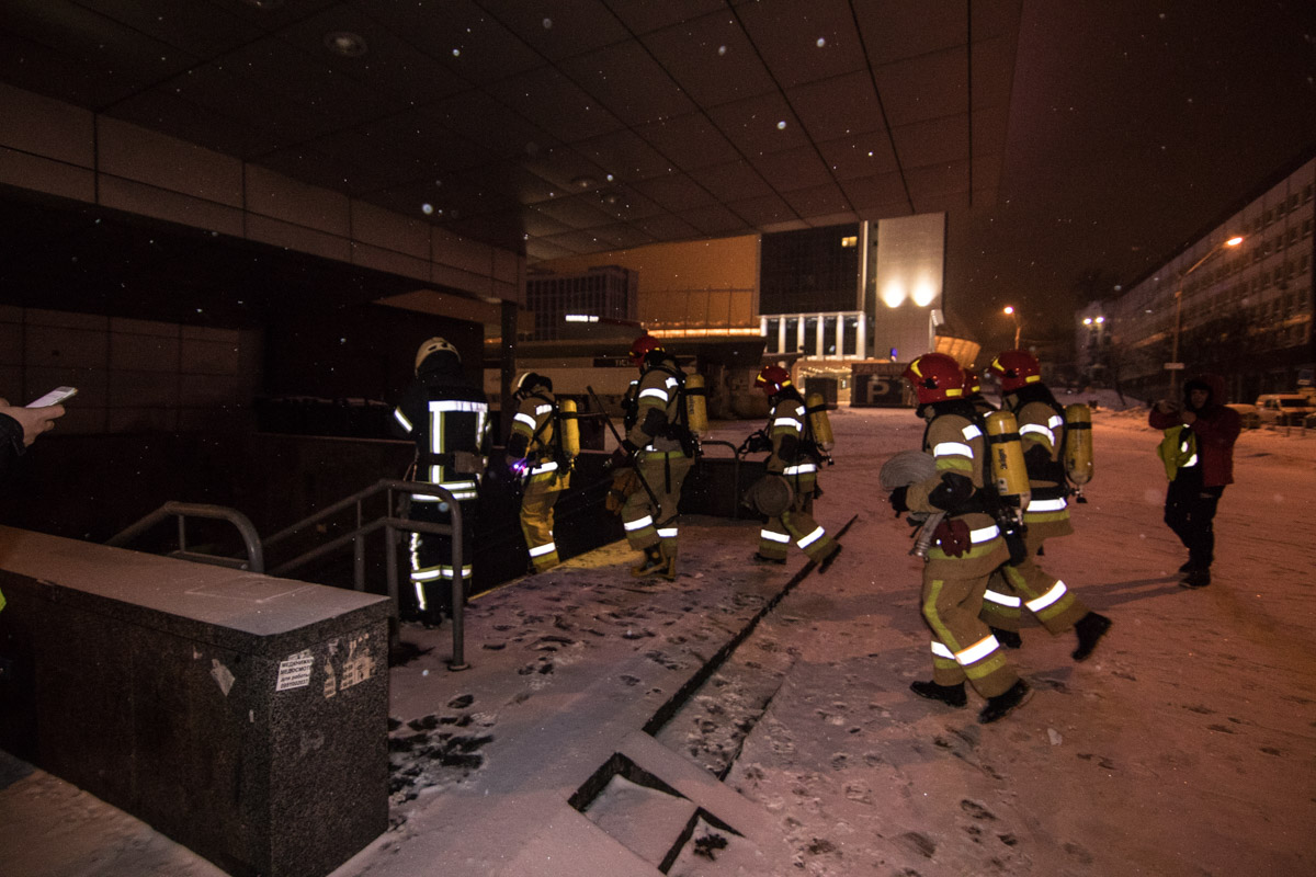 На место события прибыло большое количество пожарных расчетов