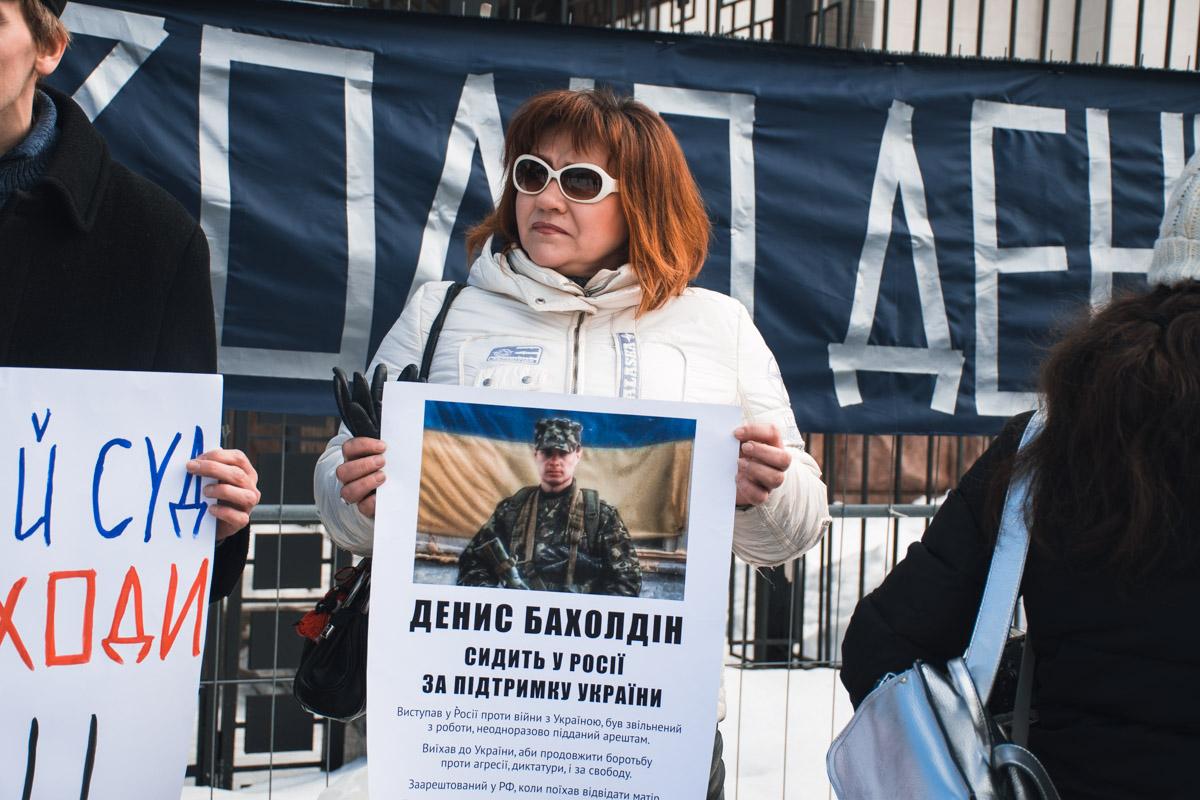 Под посольством собрались всего 5 активистов