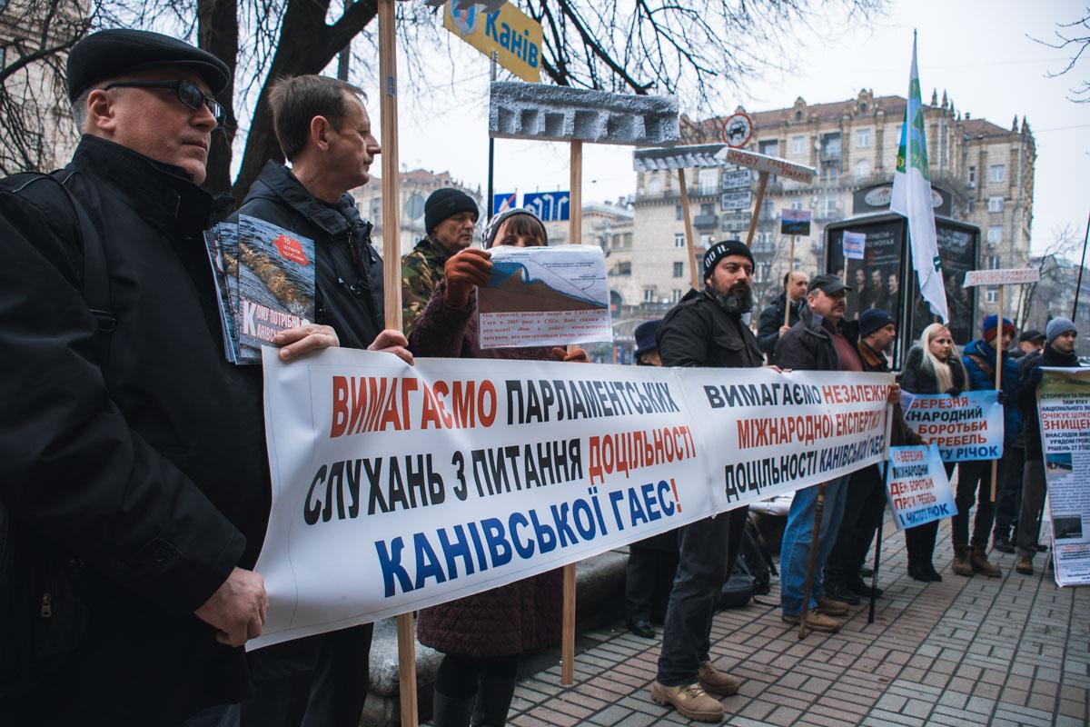 Экоактивисты вышли на акцию против строительства Каневской ГЭС