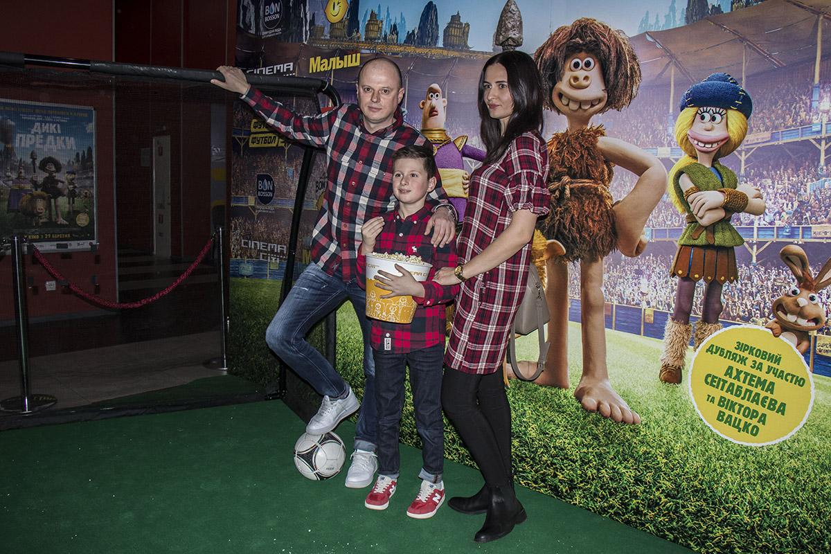 Вацко посмотреть мультфильм пришел со всей семьей