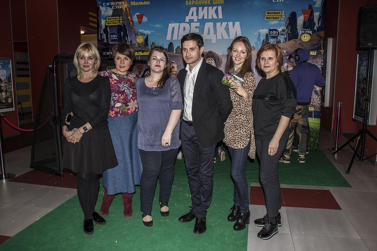 Женины не упустили возможность сделать фото с Ахтемом Сеитаблаевым