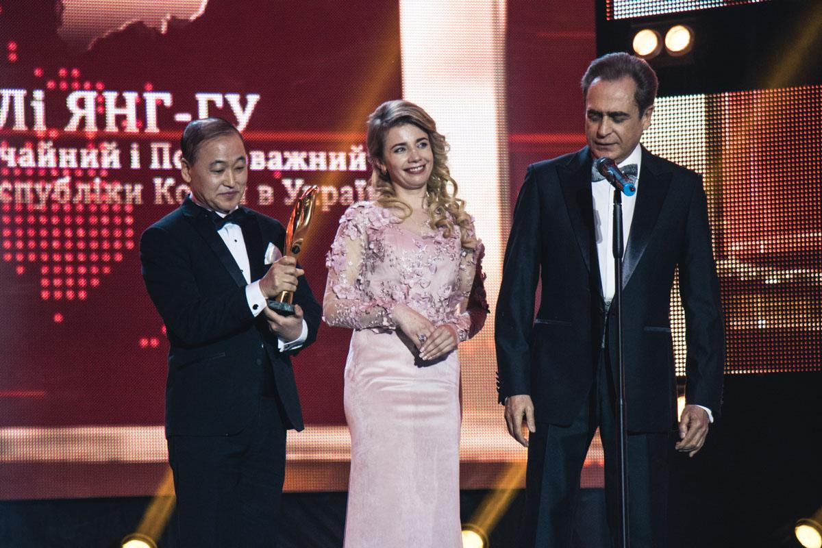 Победитель номинации международной премии в области дипломатии - Ли Янг-Гу