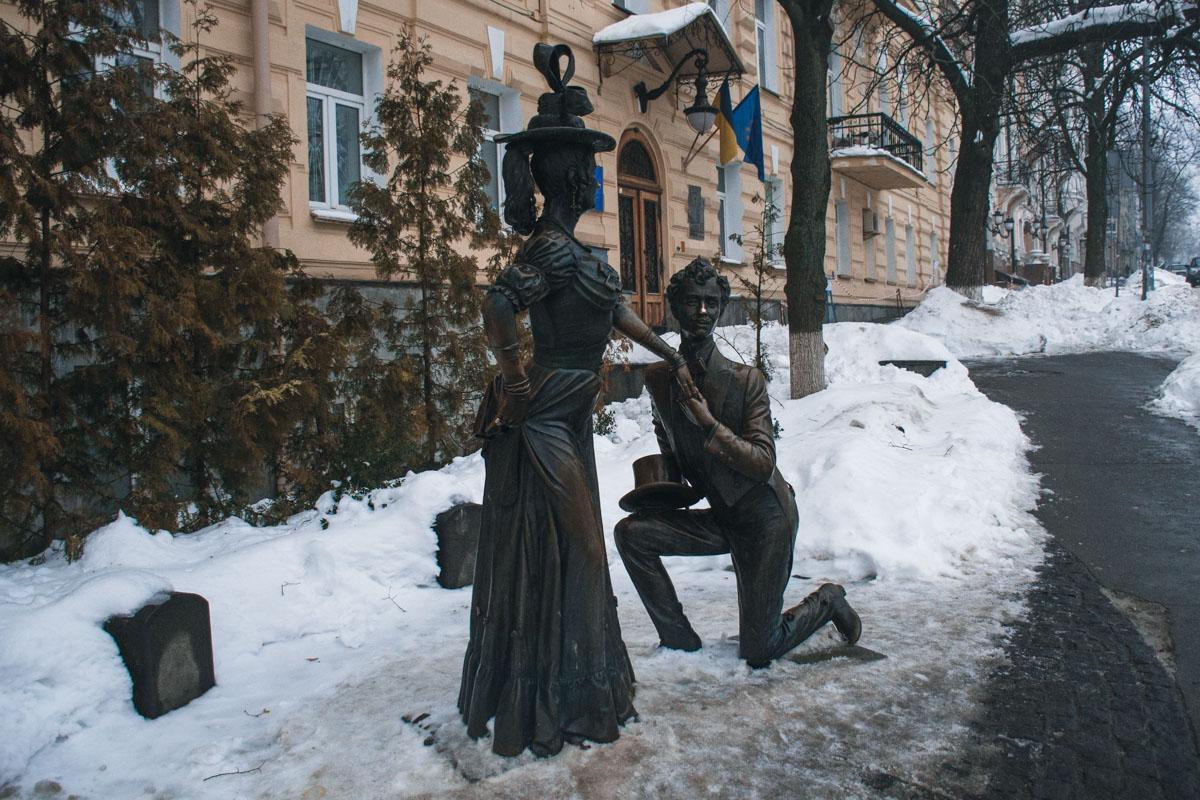 Памятник Голохвастову и Проне Прокоповне в Киеве