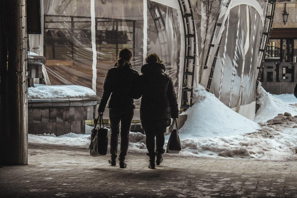 Лучше всего взять на прогулку подругу