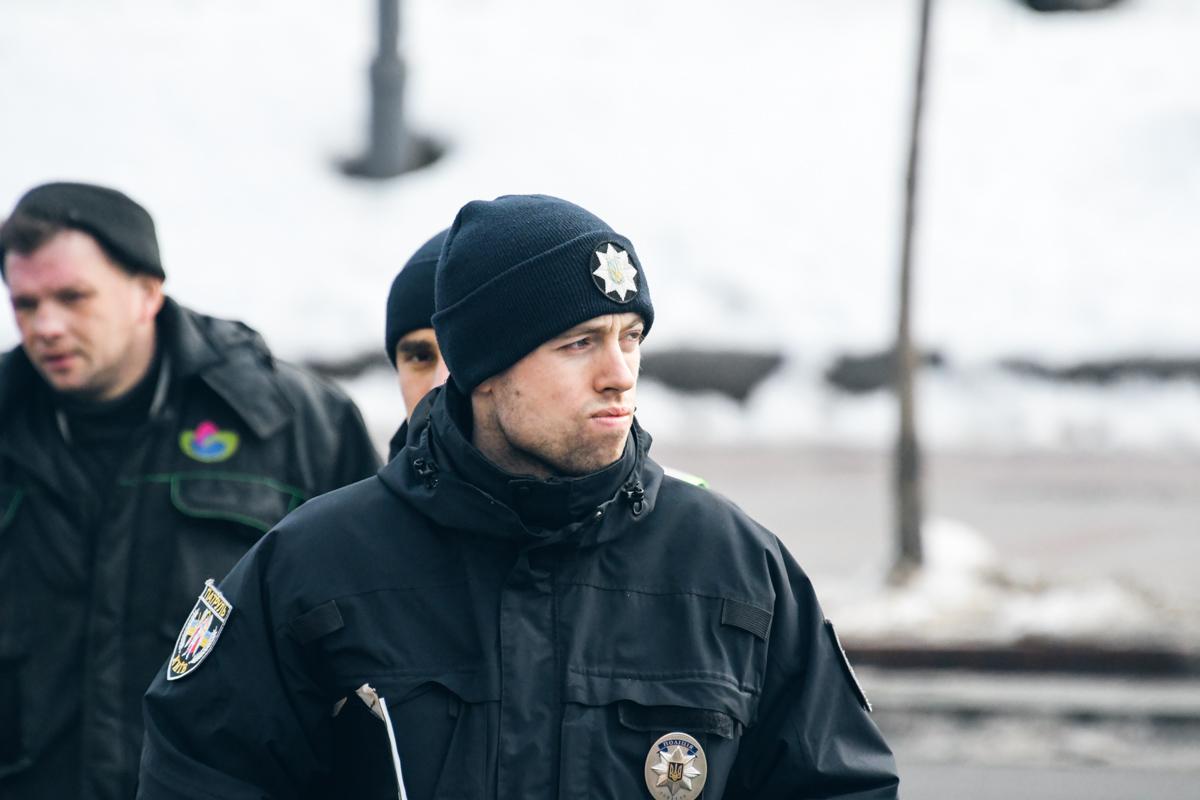Полиция следит за порядком на улицах