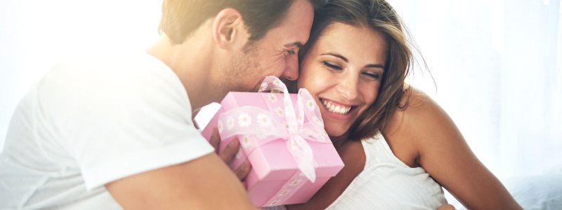 Что подарить девушке на 8 марта? Идеи подарков любимой девушке на 8 марта.