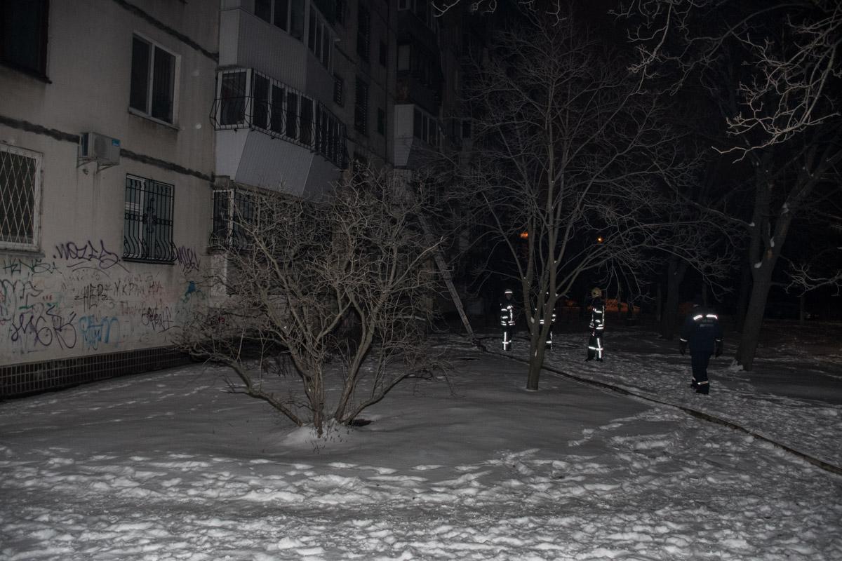 Рукавную линию тянули по фасаду здания