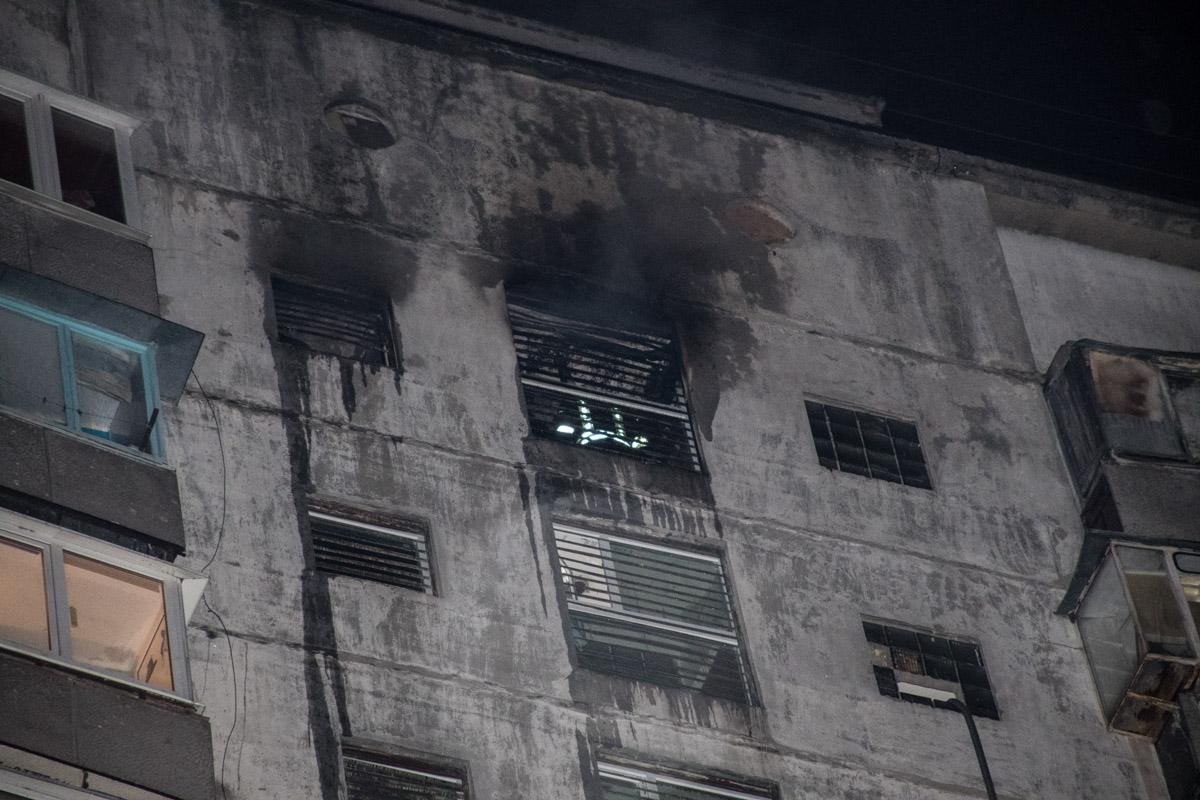 Загорелась кладовка на 16 этаже жилого дома