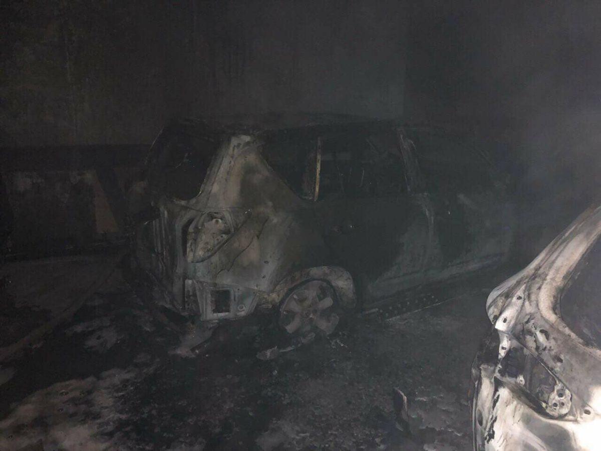 Пожар в паркинге на Оскорках. Фото: dtp.kiev