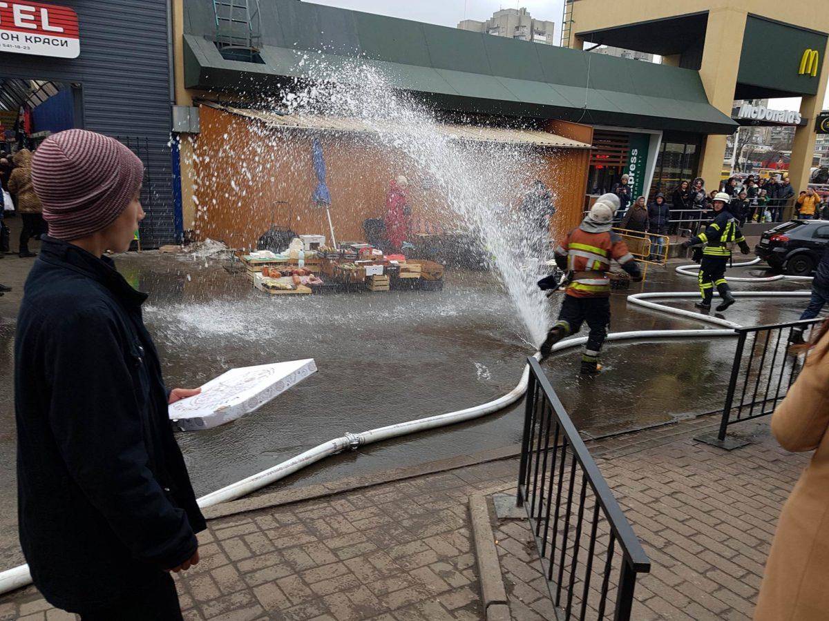 На месте пожара было 35 человек личного состава ГСЧС Киева