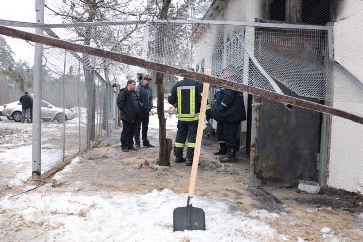 В тушении пожара задействовано 2 единицы спецтехники