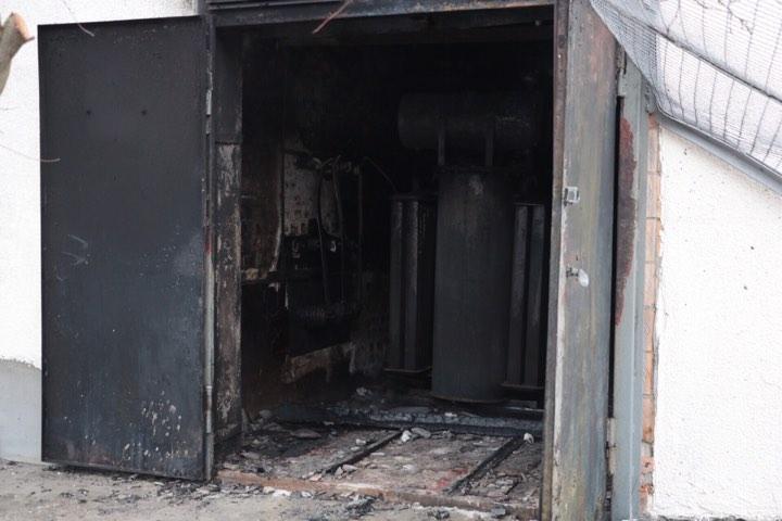 На месте пожара сотрудники стройки отказались комментировать события
