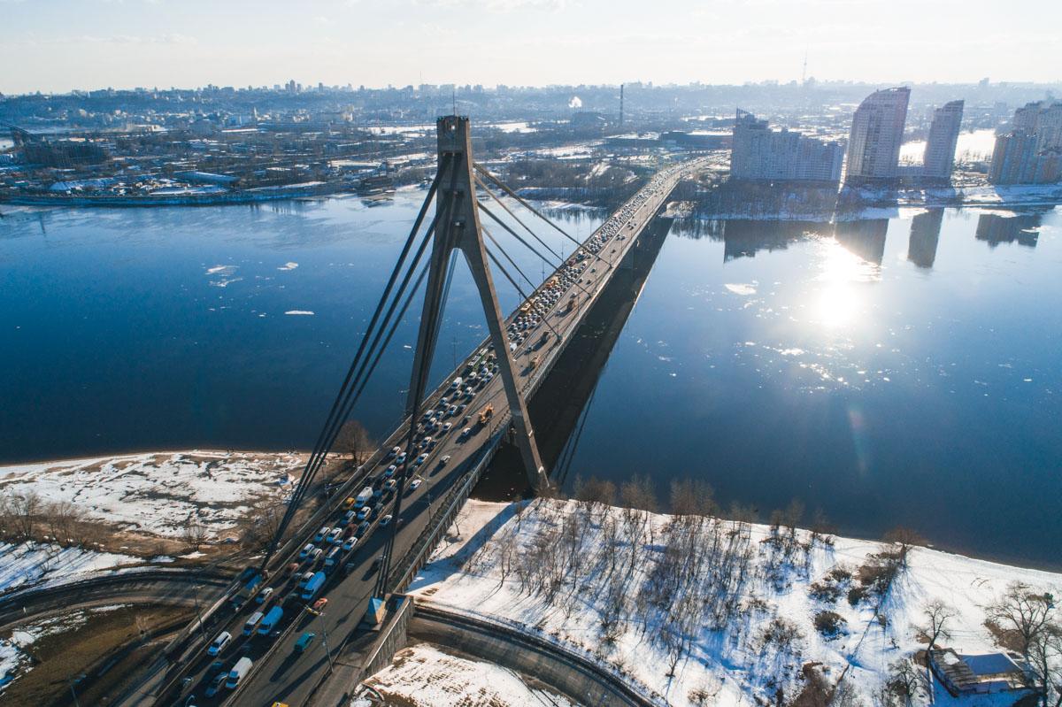 На этом мосту еще 4 мелких ДТП