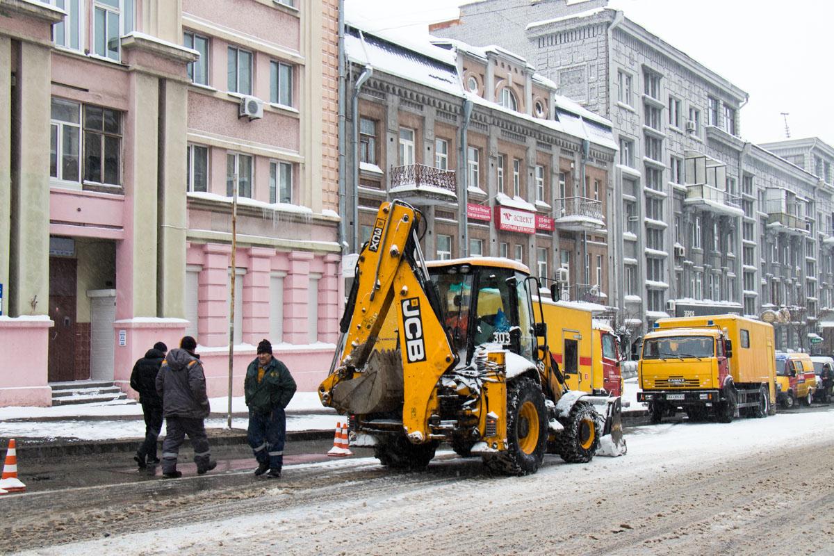 ВКиеве произошли порывы труб итепловых дорог