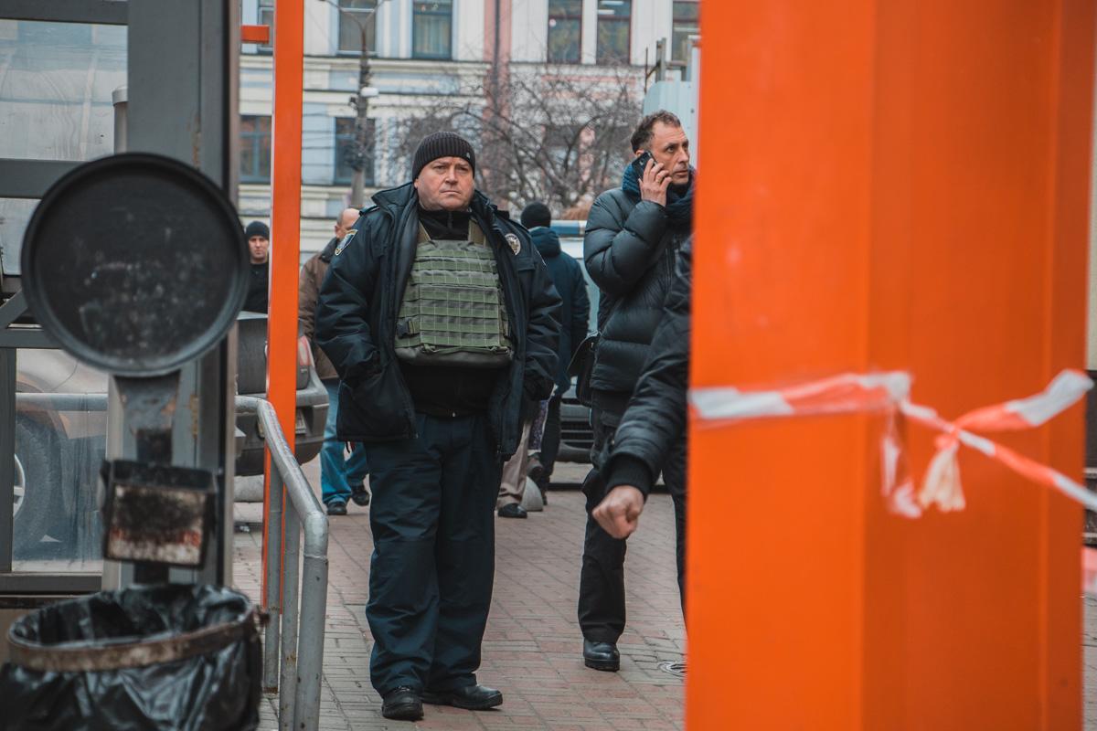 По периметру патрулируют правоохранители