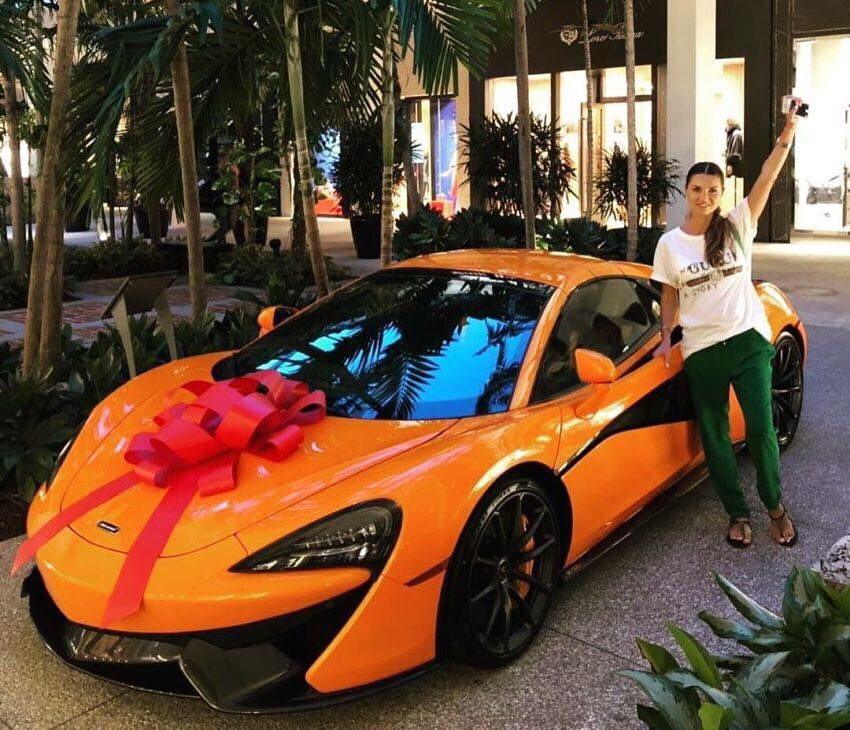 Руслан сделал роскошный подарок своей жене