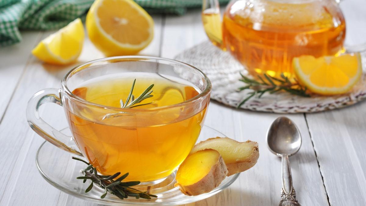 Имбирный чай с лимоном лучше всего помогает согреться в мороз