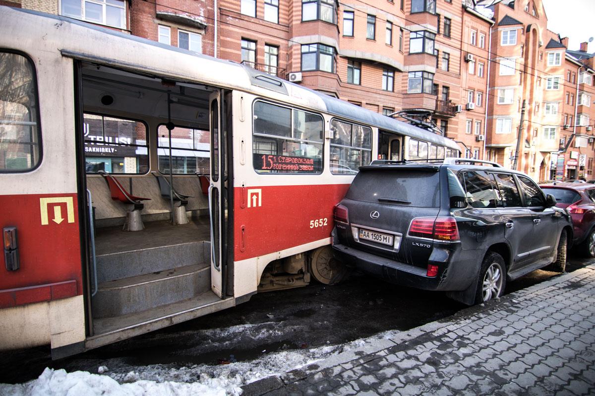 На улице Дмитриевской произошло ДТП