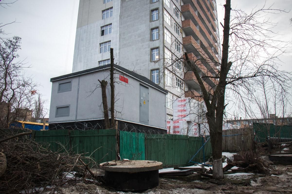 Ремонт идет по улице Бурмистенко, около дома № 3