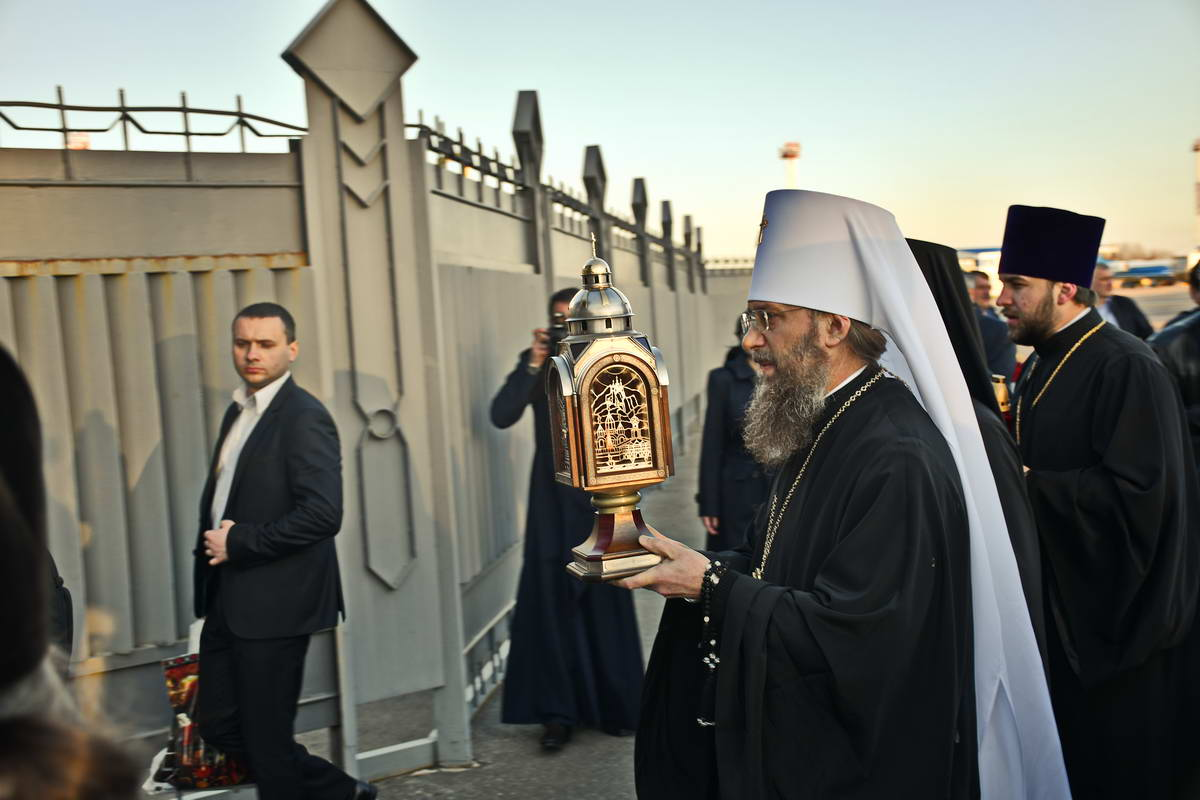 Святыню в Украину доставила делегация священнослужителей и мирян Украинской Православной Церкви Киевского Патриархата