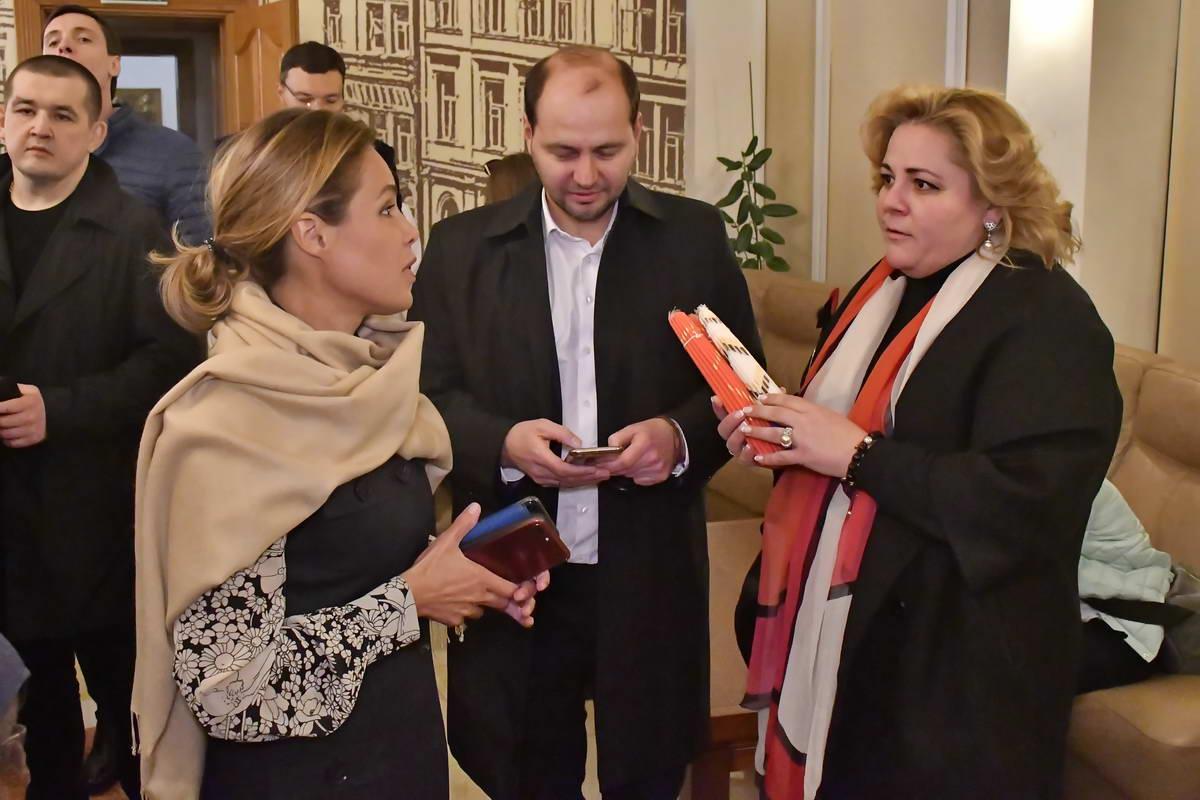 Встречала огонь в аэропорту политик Наталья Королевская