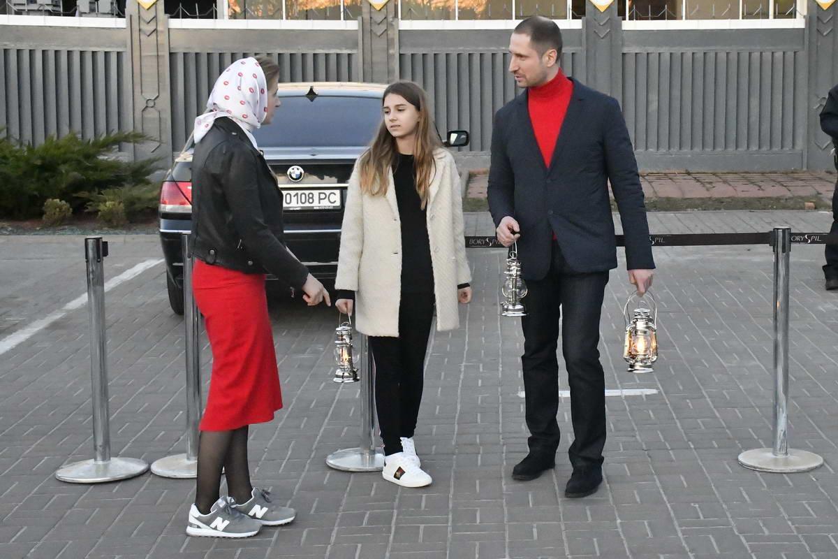 Спортсмен Денис Силантьев также прикоснулся к святыне