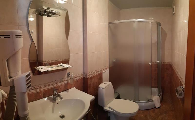 """Чистая и светлая ванная комната есть на этаже или в номерах категории """"Стандарт"""""""