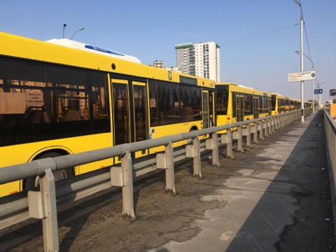 Транспорт отъезжает по мере наполнения
