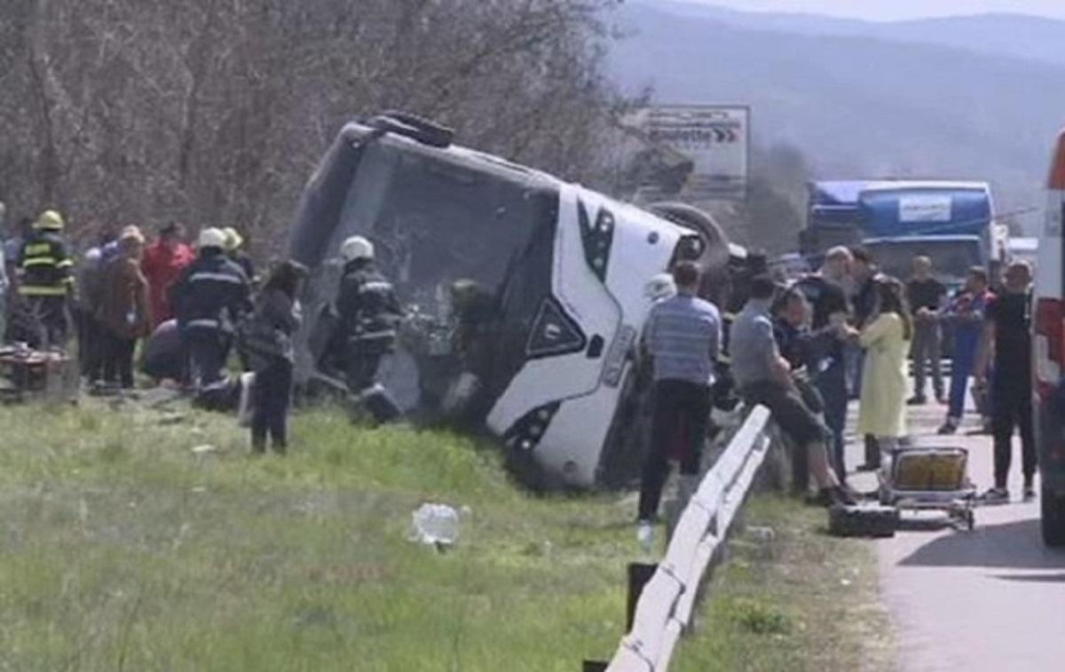 В Болгарии автобус столкнулся с легковым автомобилем. Погибли 10 человек