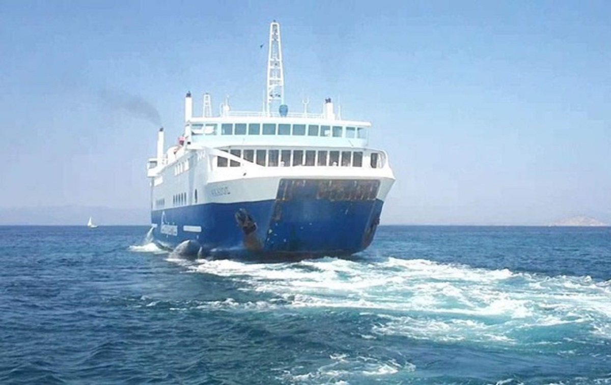 В Греции пассажирский паром со 198 пассажирами на борту протаранил причал