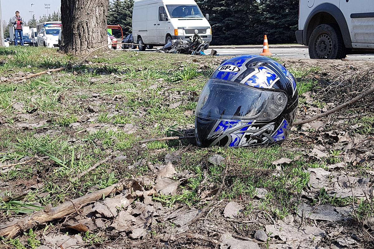 Полицейский-водитель госпитализирован с травмой подбородка