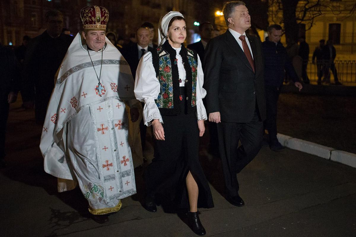 Петр Порошенко посетил богослужения со своей семьей