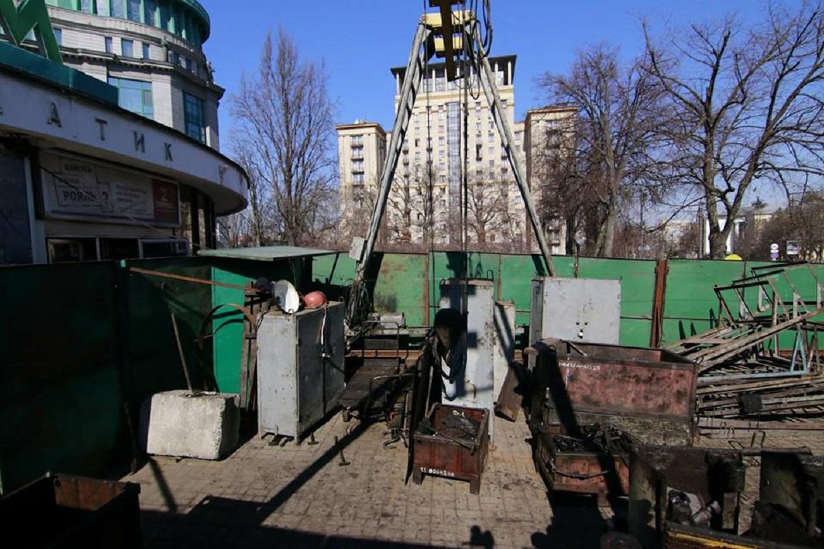 """Закрыли на ремонт подъемник на станции метро """"Крещатик"""""""