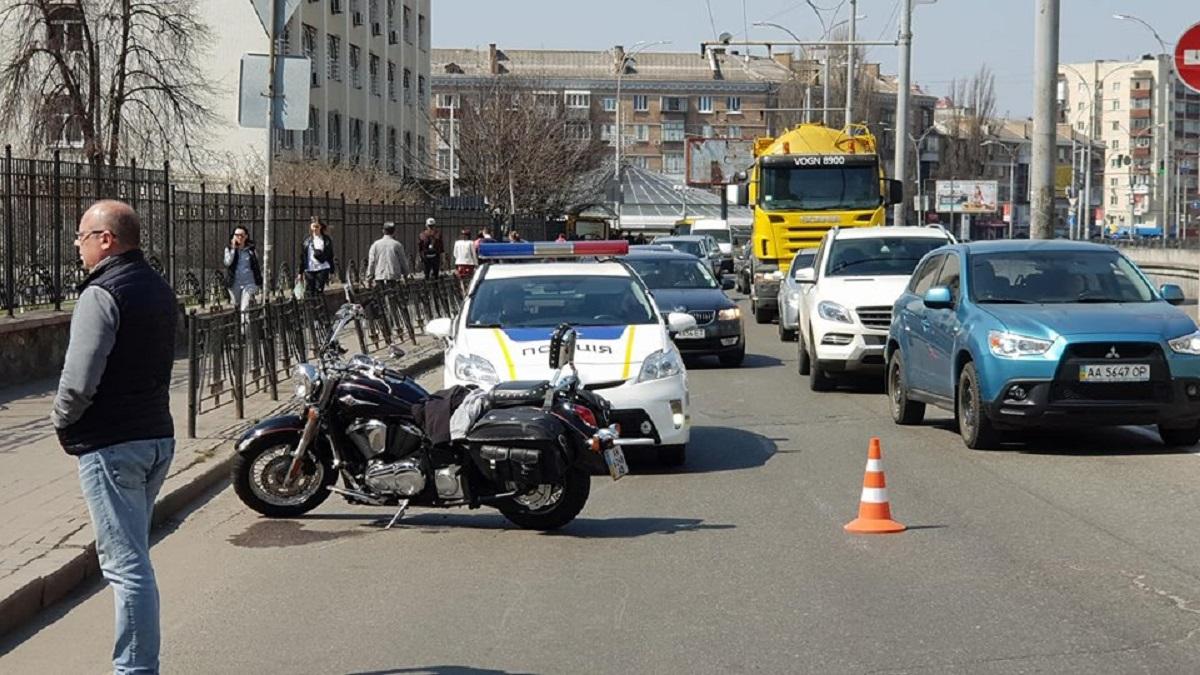 На Севастополькой площади Ford столкнулся с «Chopper»