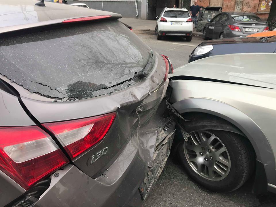 На улице Льва Толстого столкнулисьAudi, Subaru и Hyundai