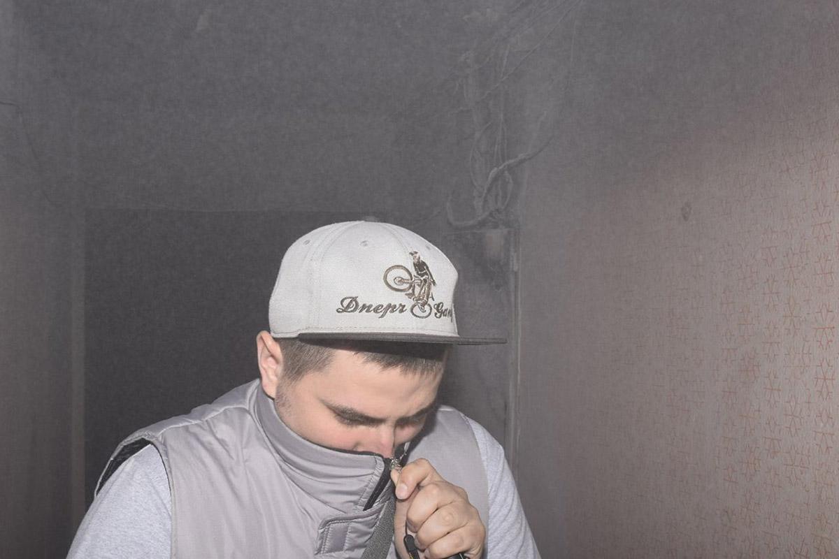 Из-за дыма и испарений порошковых огнетушителей в подъезде было нечем дышать