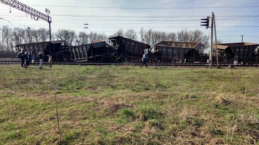 Во Львовской области сошел с рельсов товарный поезд
