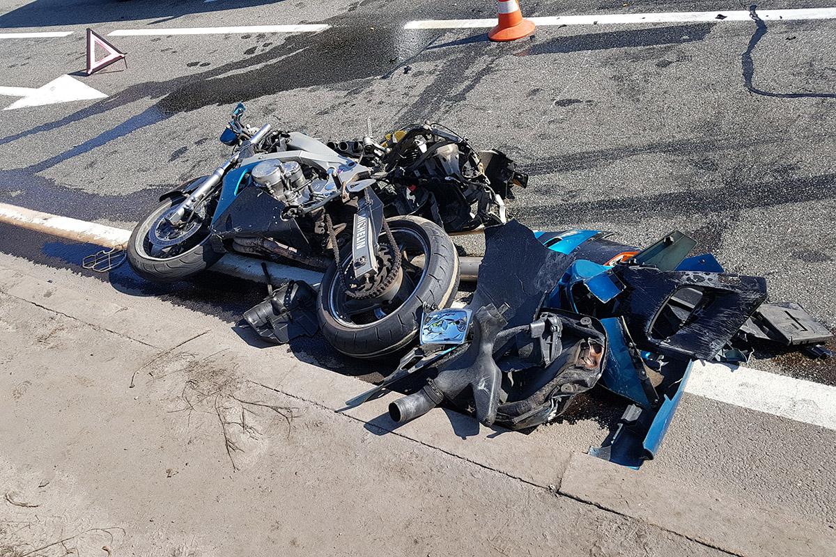Мотоцикл полностью разбился в результате столкновения