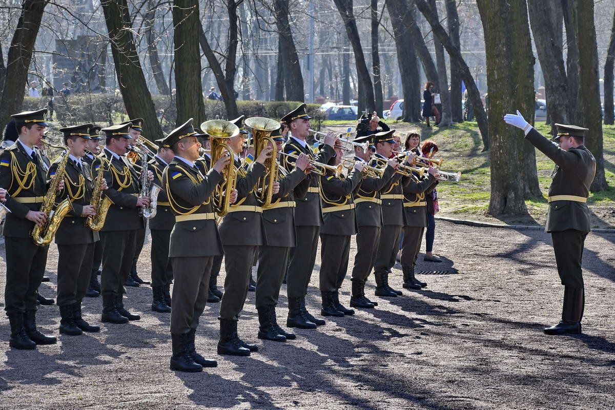 Традиционно на мероприятии играл военный оркестр