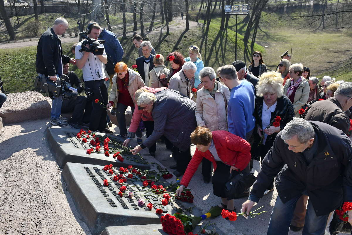Люди почтили память погибших узников концлагерей