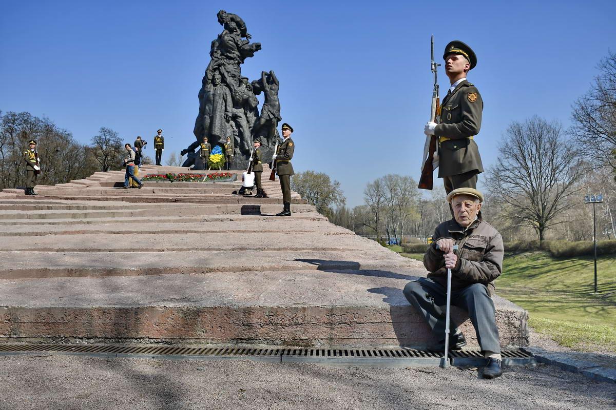 Память узников почтили военнослужащие 101-й отдельной бригады охраны Генштаба