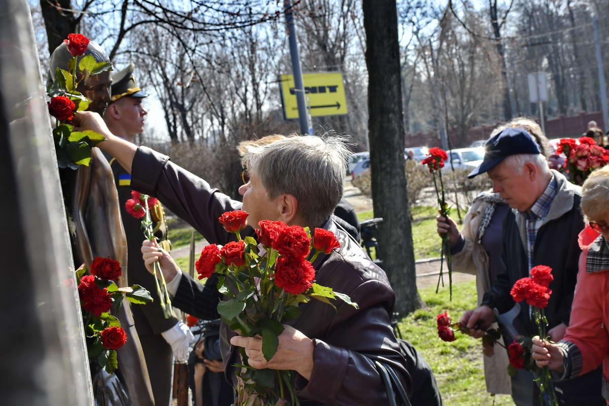 """Ветераны и активисты возложили цветы в заповеднике """"Бабий Яр"""""""