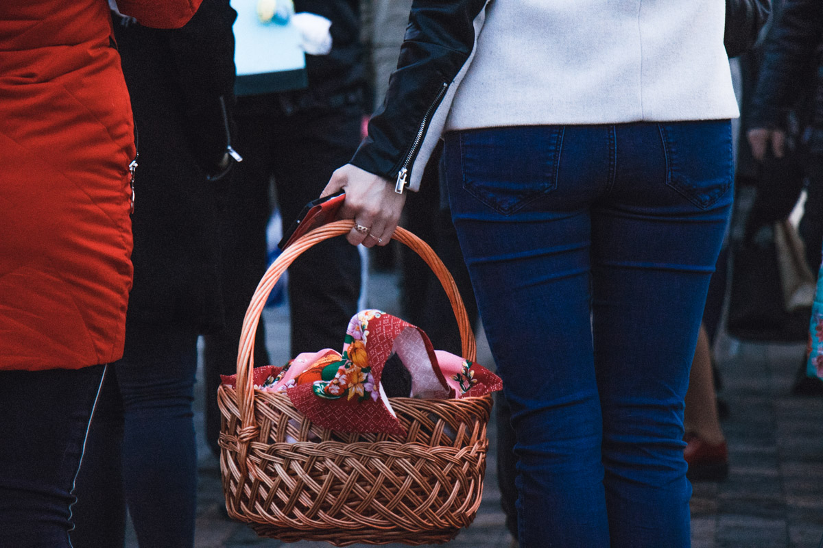 Каждый кладет в корзину свой набор продуктов