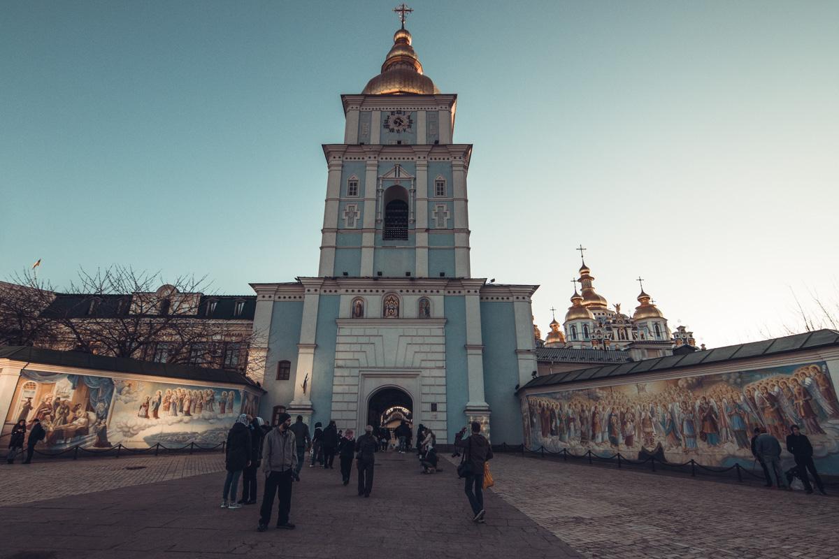 С утра в Киево-Печерской Лавре не многолюдно