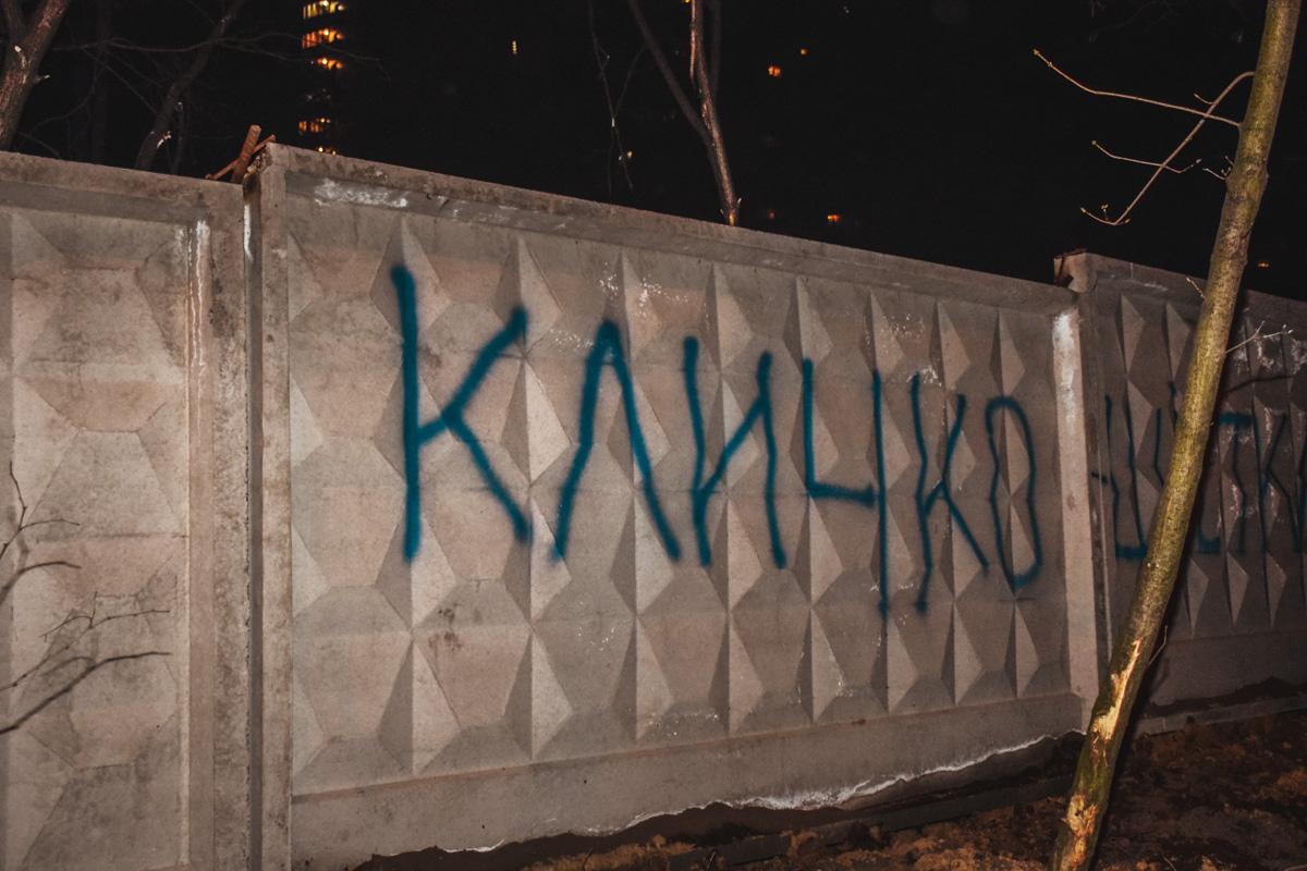Люди уверены, что Кличко покрывает строительство