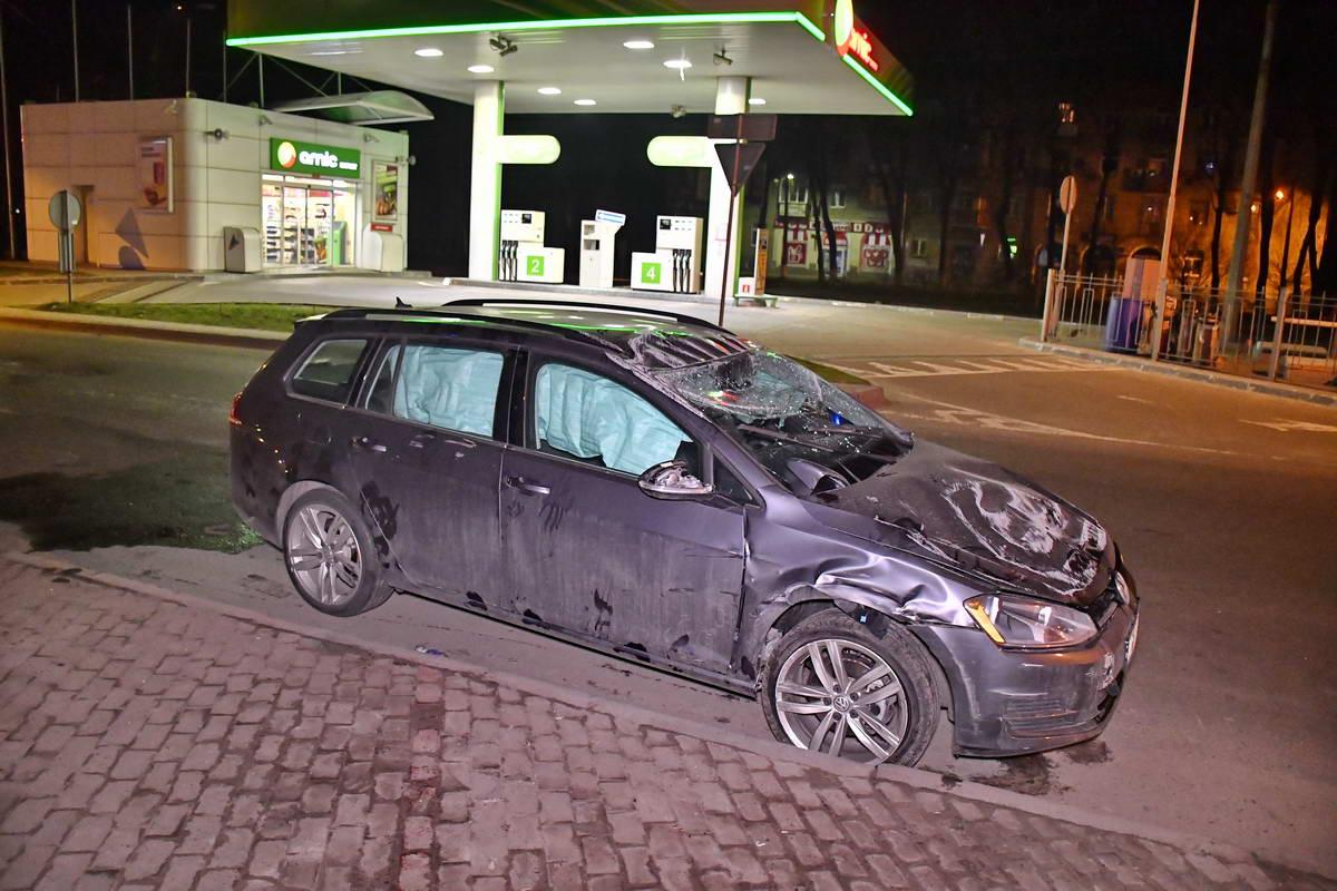 На Дегтяревской Volkswagen протаранил Fiat и перевернулся