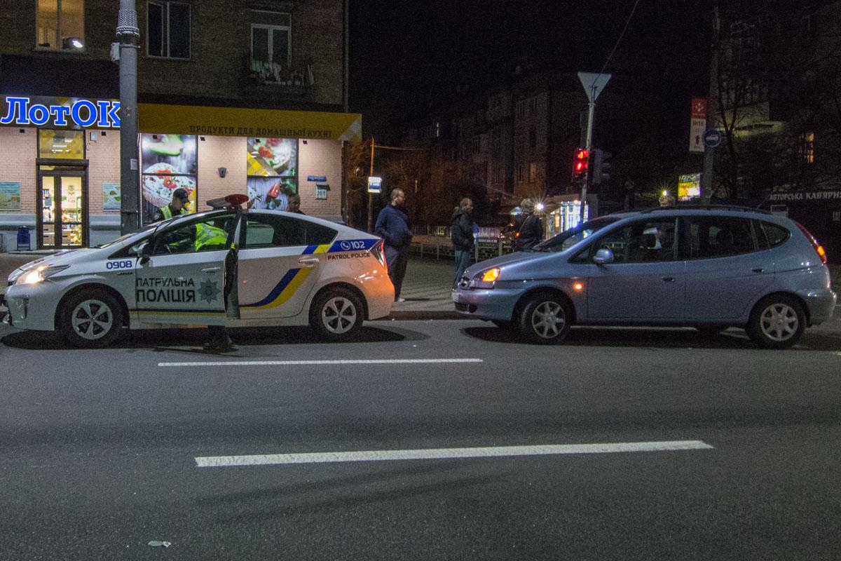 Chevrolet Tacuma двигался по проспекту в сторону Соломенской площади