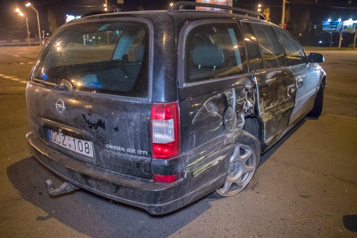Opel на еврономерах остановился на обочине