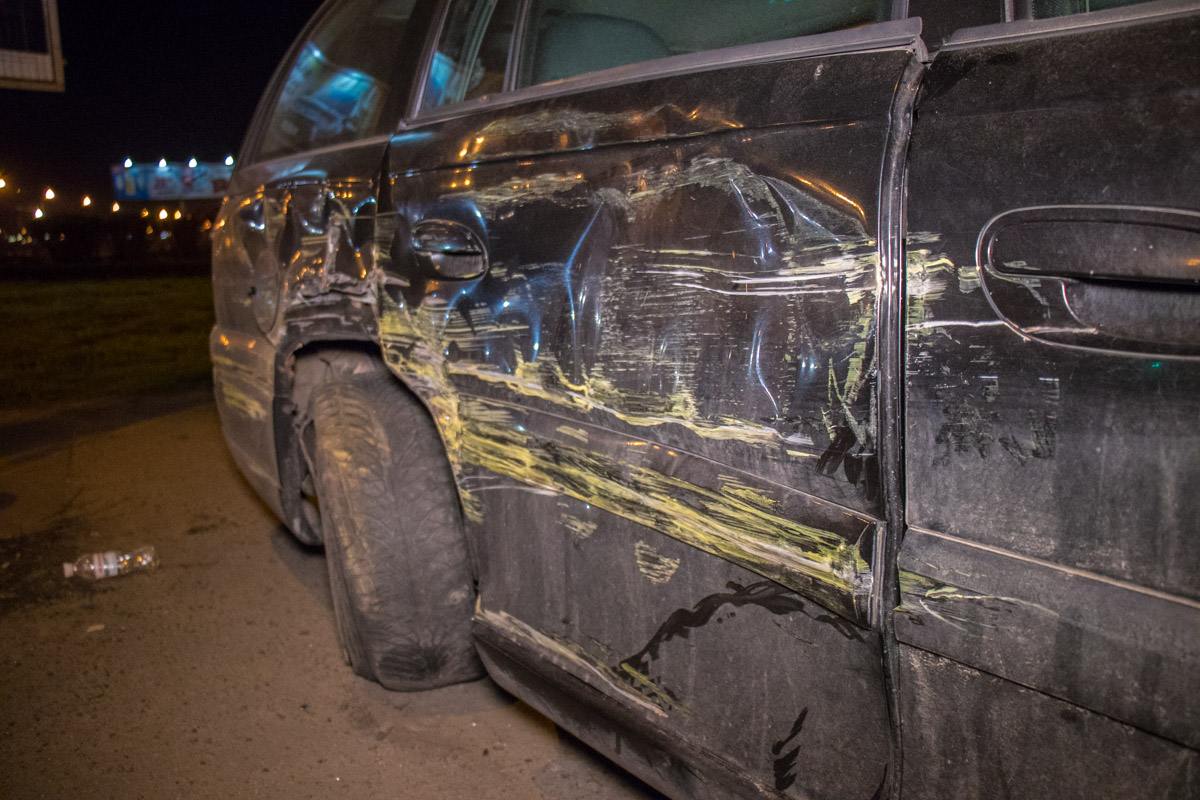 У Opel повреждена правая сторона