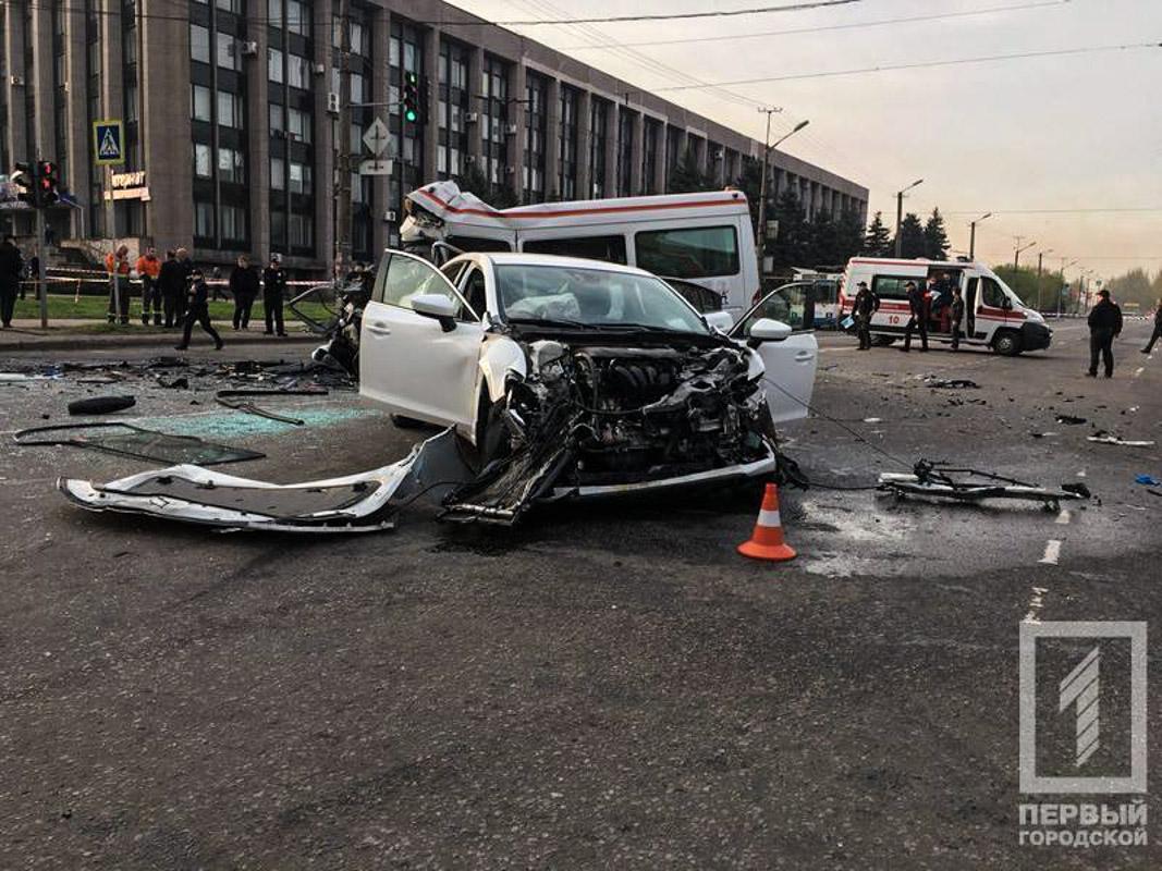 Mazda ехала на на мигающий желтый сигнал светофора